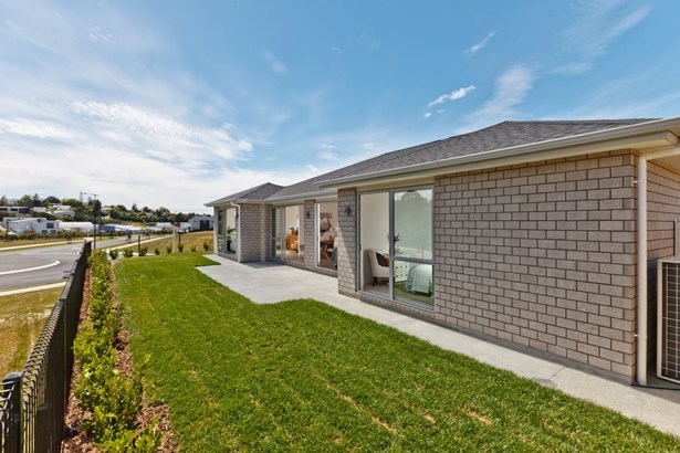 2 Pheasant Close, Stanmore Bay, Auckland - NZL (photo 5)