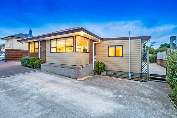 20a Bleakhouse Road, Mellons Bay, Auckland - NZL (photo 2)