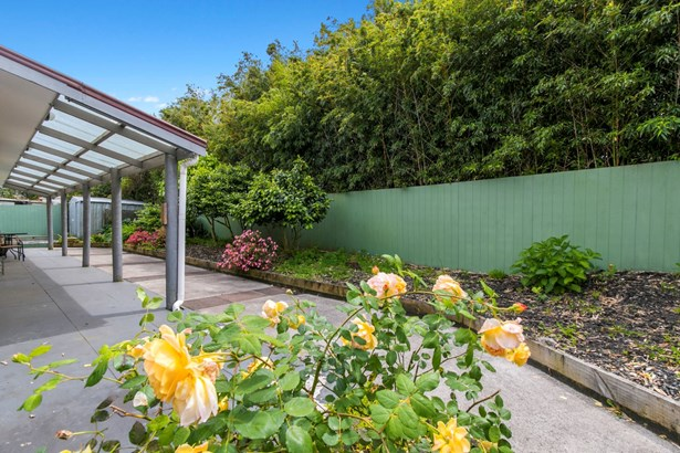 37 Takapu Street, Henderson, Auckland - NZL (photo 2)