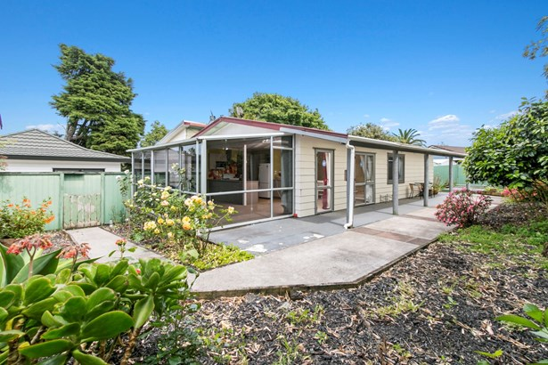 37 Takapu Street, Henderson, Auckland - NZL (photo 3)