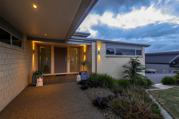 14 Flynn Road, Pukekohe, Auckland - NZL (photo 2)