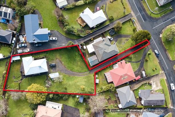 34 Tiroroa Avenue, Te Atatu South, Auckland - NZL (photo 1)
