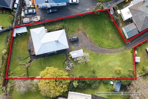 34 Tiroroa Avenue, Te Atatu South, Auckland - NZL (photo 2)