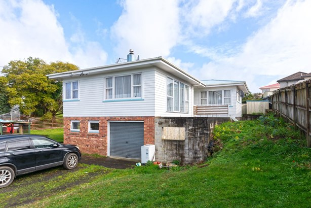 34 Tiroroa Avenue, Te Atatu South, Auckland - NZL (photo 3)