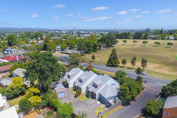 2 Blumhardt Place, Avondale, Auckland - NZL (photo 2)