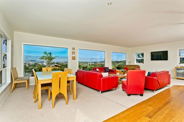 94 Raleigh Road, Northcote, Auckland - NZL (photo 5)