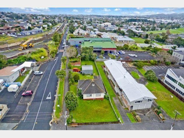 1 Layard Street, Avondale, Auckland - NZL (photo 1)