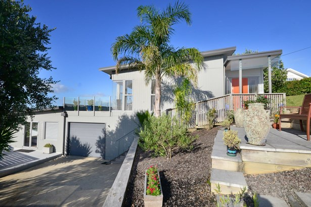 48 Wade River Road, Stanmore Bay, Auckland - NZL (photo 2)