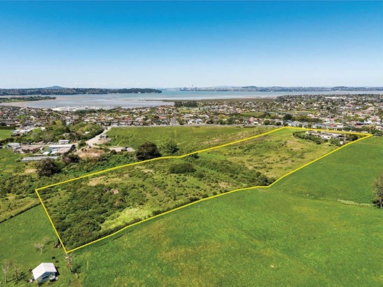82 Hobsonville Road, West Harbour, Auckland - NZL (photo 2)