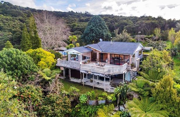 695 Huia Road, Parau, Auckland - NZL (photo 2)