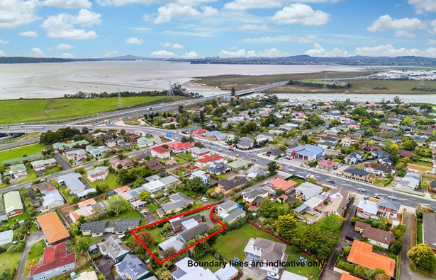 330 Te Atatu Road, Te Atatu South, Auckland - NZL (photo 5)