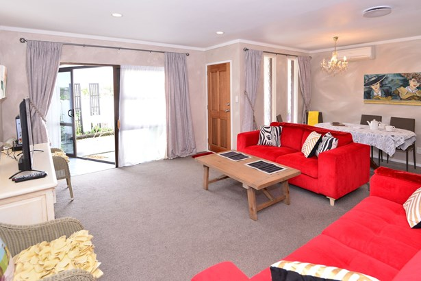 12b Eagle Place, Red Beach, Auckland - NZL (photo 3)