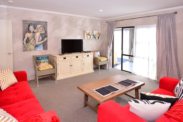 12b Eagle Place, Red Beach, Auckland - NZL (photo 5)