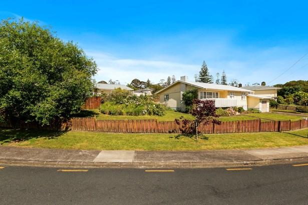 13 Sarona Avenue, Glen Eden, Auckland - NZL (photo 2)