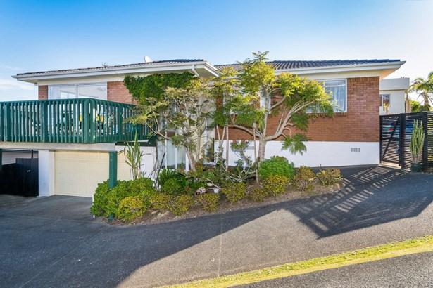 16 Glendhu Road, Glenfield, Auckland - NZL (photo 2)