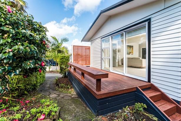 70 Blakeborough Drive, Forrest Hill, Auckland - NZL (photo 2)