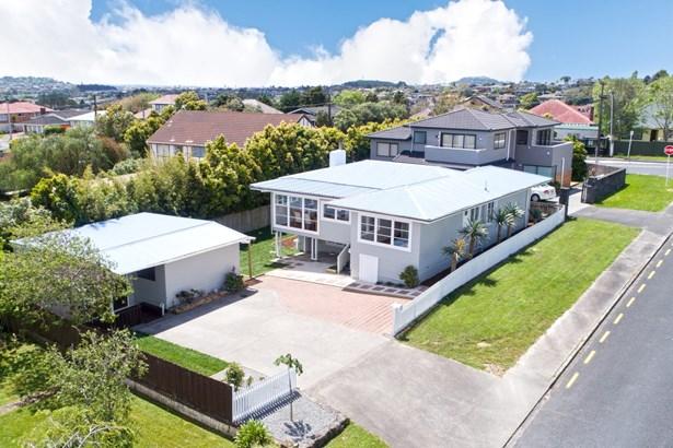 1 James Tyler Crescent, Lynfield, Auckland - NZL (photo 2)
