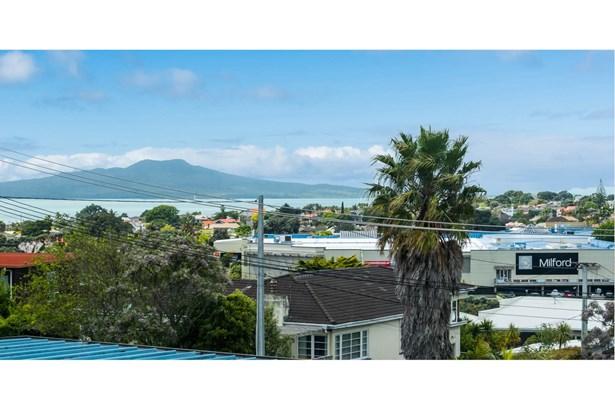 2/4 Rangitoto Terrace, Milford, Auckland - NZL (photo 3)
