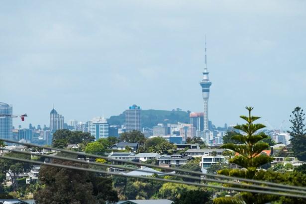2/4 Rangitoto Terrace, Milford, Auckland - NZL (photo 4)