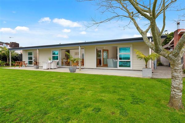 52 Covil Avenue, Te Atatu South, Auckland - NZL (photo 4)