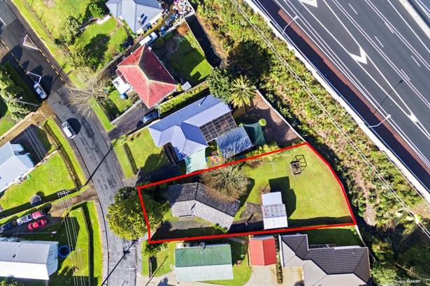 38 Titoki Street, Te Atatu Peninsula, Auckland - NZL (photo 2)