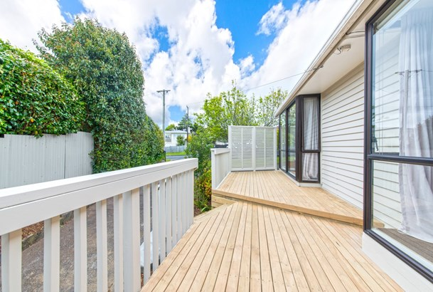 92 Tiroroa Avenue, Te Atatu South, Auckland - NZL (photo 4)
