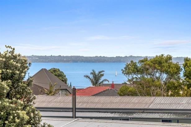 111 Clovelly Road, Bucklands Beach, Auckland - NZL (photo 2)