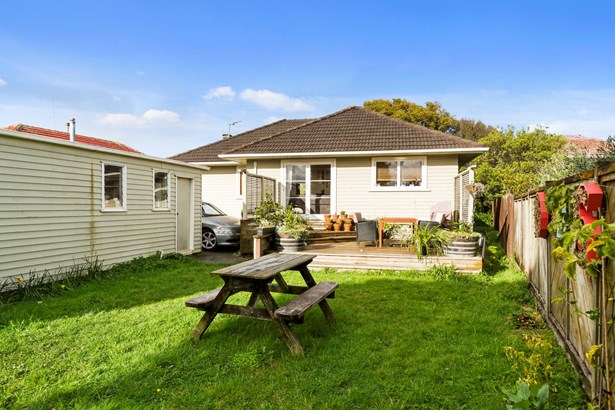 7 Essex Street, Te Atatu South, Auckland - NZL (photo 2)