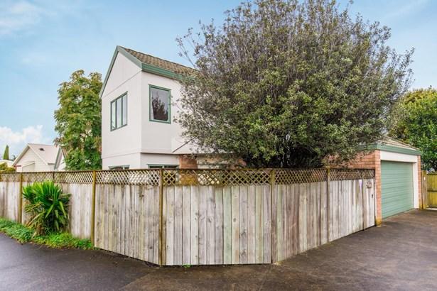 3/150 Rosebank Road, Avondale, Auckland - NZL (photo 2)