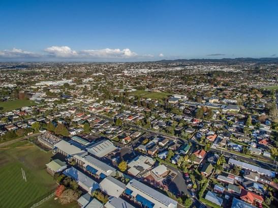 24 Edwards Avenue, Henderson, Auckland - NZL (photo 3)