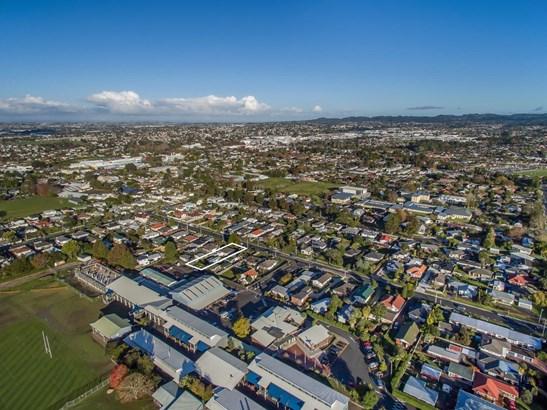 24 Edwards Avenue, Henderson, Auckland - NZL (photo 4)