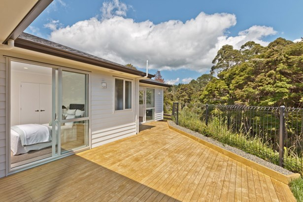 10 Pheasant Close, Stanmore Bay, Auckland - NZL (photo 3)