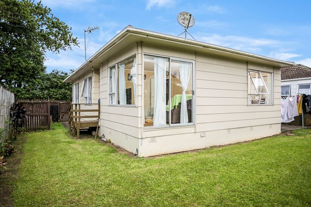8/187a Buckland Road, Mangere, Auckland - NZL (photo 2)