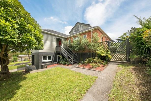8 Plumpton Avenue, Mt Roskill, Auckland - NZL (photo 2)