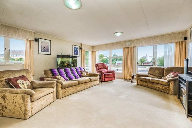13 Windermere Crescent, Blockhouse Bay, Auckland - NZL (photo 2)