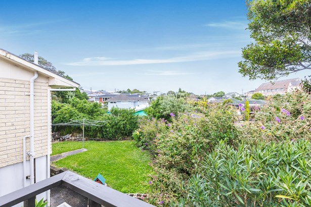 13 Windermere Crescent, Blockhouse Bay, Auckland - NZL (photo 4)