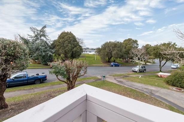 30 Himalaya Drive, Half Moon Bay, Auckland - NZL (photo 4)