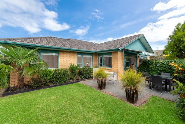 1/1 Piriti Drive, Te Atatu Peninsula, Auckland - NZL (photo 2)