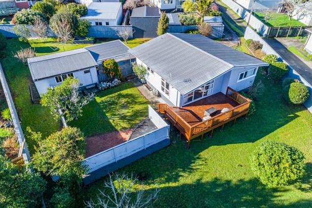 74 Gloria Avenue, Te Atatu Peninsula, Auckland - NZL (photo 1)
