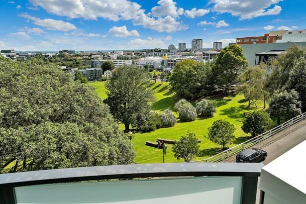 11/8 Basque Road, Eden Terrace, Auckland - NZL (photo 3)