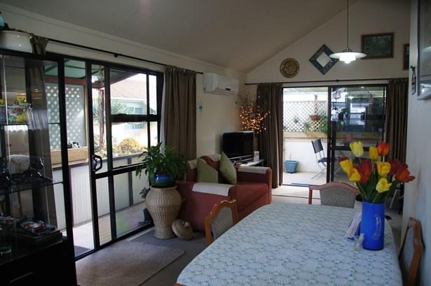 137/52 Northcote Road, Northcote, Auckland - NZL (photo 4)