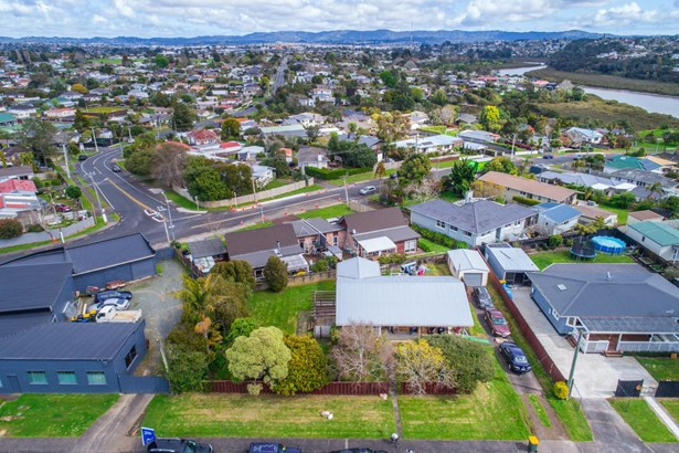 2 Abbotleigh Avenue, Te Atatu Peninsula, Auckland - NZL (photo 2)