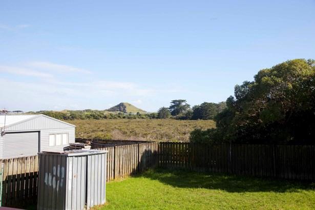 14 Kopu Place, Clendon Park, Auckland - NZL (photo 2)