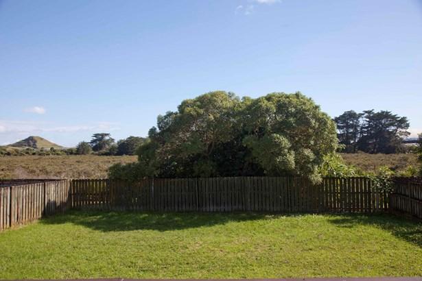 14 Kopu Place, Clendon Park, Auckland - NZL (photo 4)
