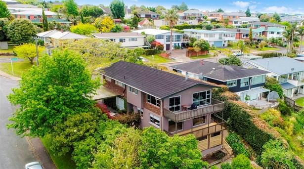 1/74 Mcbreen Avenue, Northcote, Auckland - NZL (photo 2)