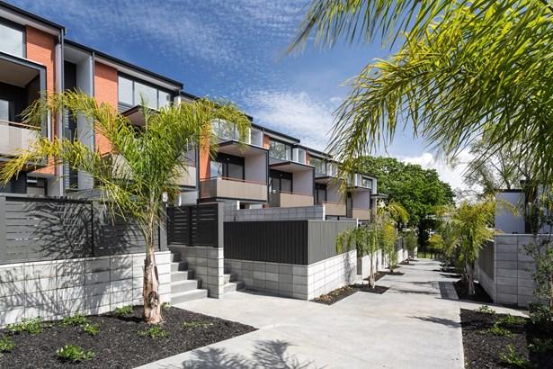 9-15/9 Eastview Road, Glen Innes, Auckland - NZL (photo 1)