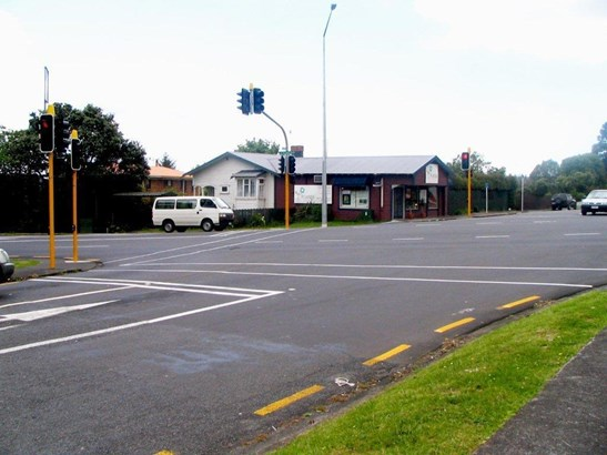104 Mcleod Road, Te Atatu South, Auckland - NZL (photo 5)