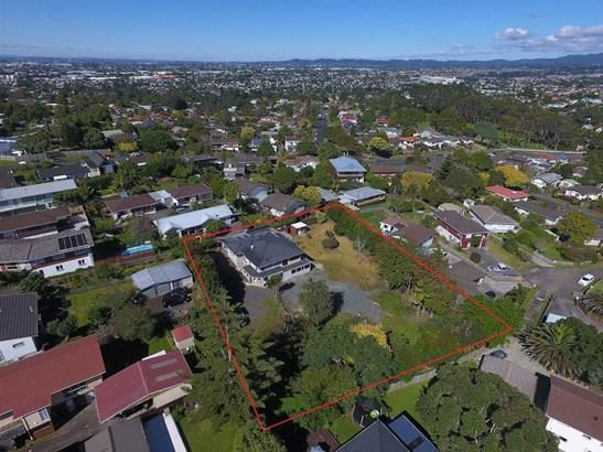 126 Waimumu Road, Massey, Auckland - NZL (photo 2)