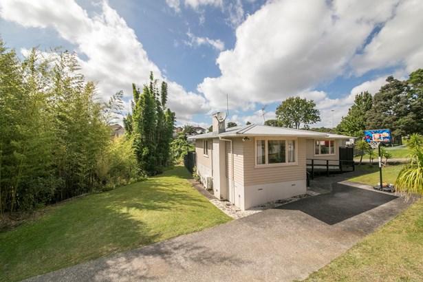 1/16 Aronui Terrace, Kelston, Auckland - NZL (photo 2)