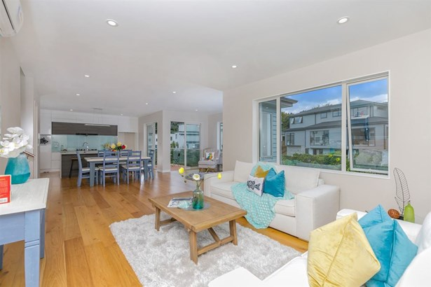 104 Admirals Court Drive, Greenhithe, Auckland - NZL (photo 2)